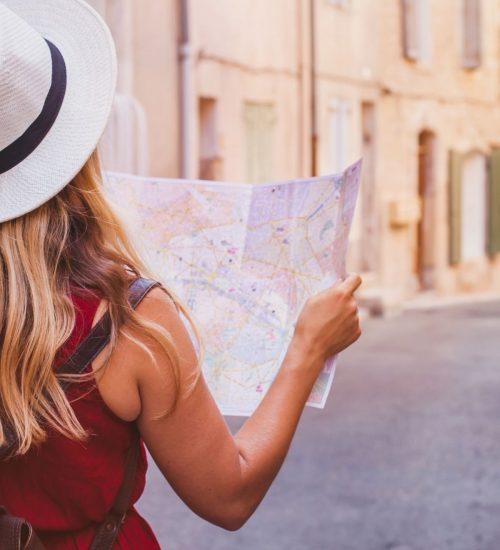 mujer-viajando-por-mundo
